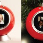 Marco digital en un adorno de Navidad