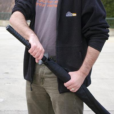 b625_samurai_sword_handle_umbrella_inuse