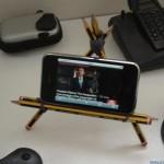 Soporte para iPhone hecho con lápices
