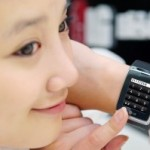 LG lanza el primer teléfono de muñeca